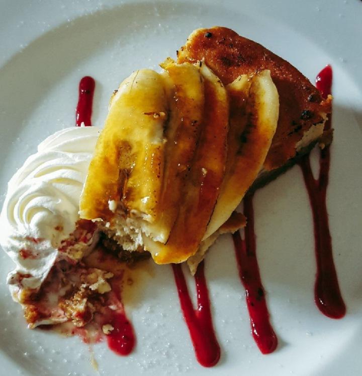 Banana cheesecake whipped cream coulis